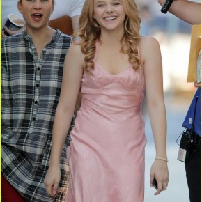 chloe-moretz-blood-soaked-on-carrie-set-03