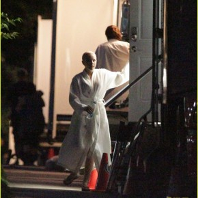 chloe-moretz-blood-soaked-on-carrie-set-31
